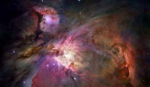 Orionnebel: Hier entstehen aus Wasserstoffgaswolken junge, heiße Sterne; der Prozess der Fusion von Wasserstoff zu Helium setzt ein. By NASA, ESA, M. Robberto (Space Telescope Science Institute/ESA) and the Hubble Space Telescope Orion Treasury Project Team [Public domain], via Wikimedia Commons